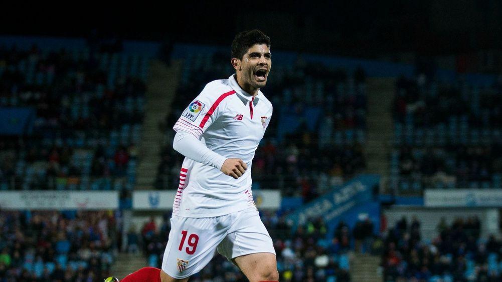 Niềm vui của Ever Banega sau khi ghi bàn cho Sevilla. Ảnh: GETTY IMAGES