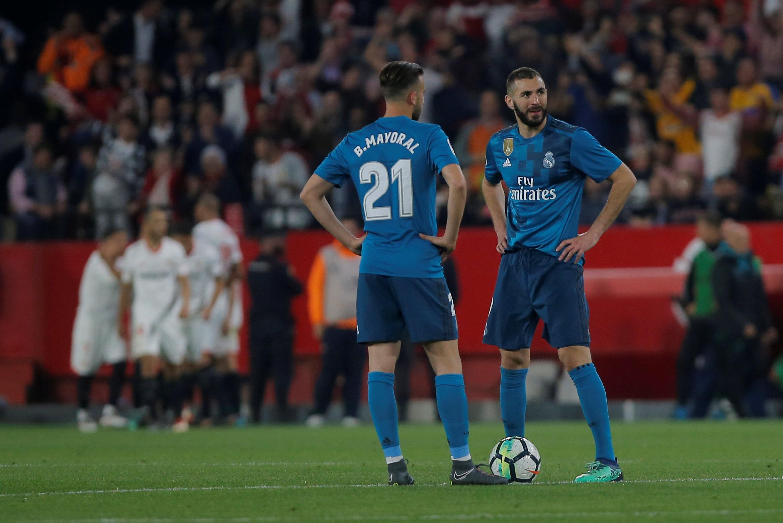 Nỗi thất vọng của các cầu thủ R.M sau trận thua Sevilla. Ảnh: REUTERS