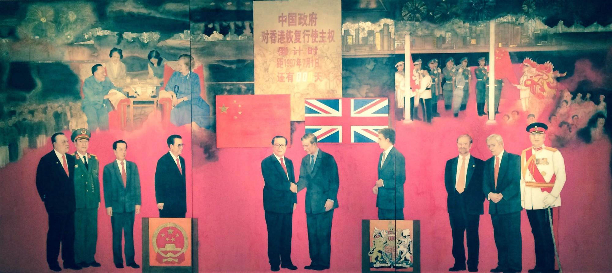 Lễ trao trả Hong Kong 1997, tranh tam liên họa ở Bảo tàng Quốc gia Bắc Kinh, Trung Quốc. Ảnh: medium.com